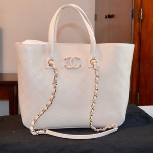 NWT CHANEL SHOPPING TOTE LEATHER HANDBAG $4200
